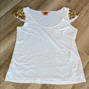LIKE NEW TORY BIRCH TEE WITH GOLD SHOULDER DETAIL